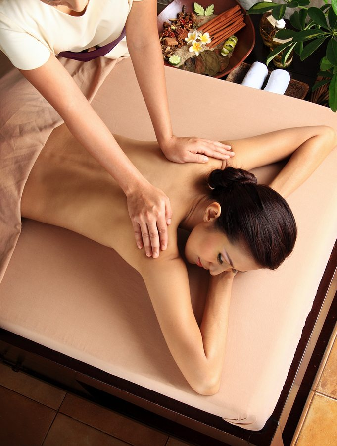 massage_back_woman